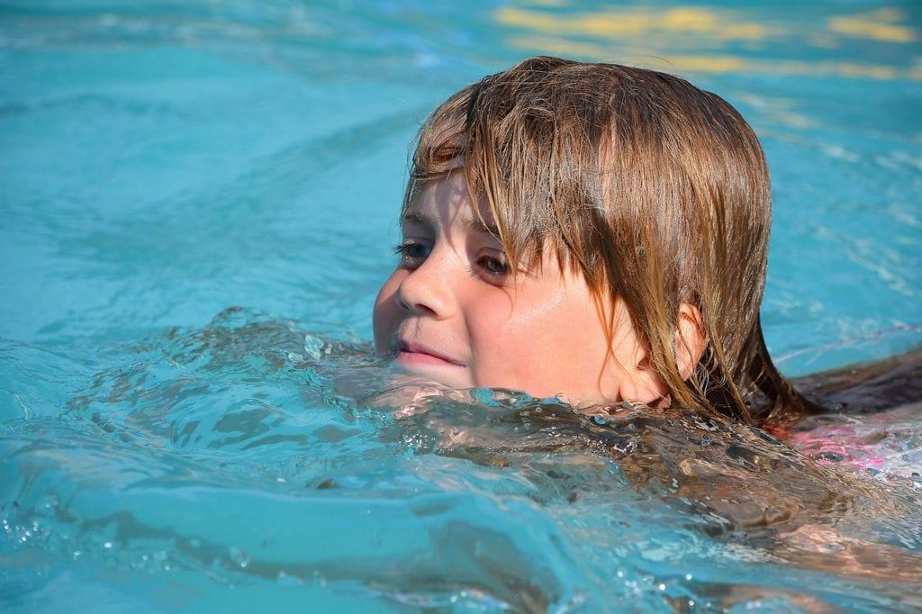 teaching toddler to swim